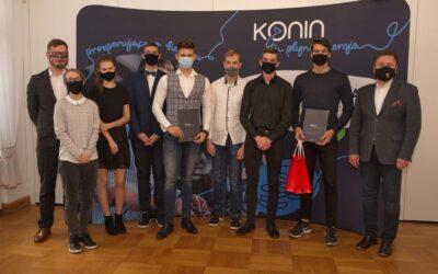 """Sukces uczniów 2TZ w miejskim konkursie """"Pomysł na biznes"""""""