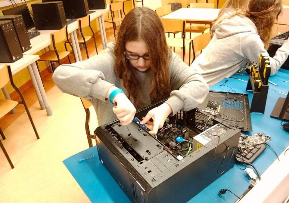Dzień Dziewczyny 2021 – warsztaty informatyczne